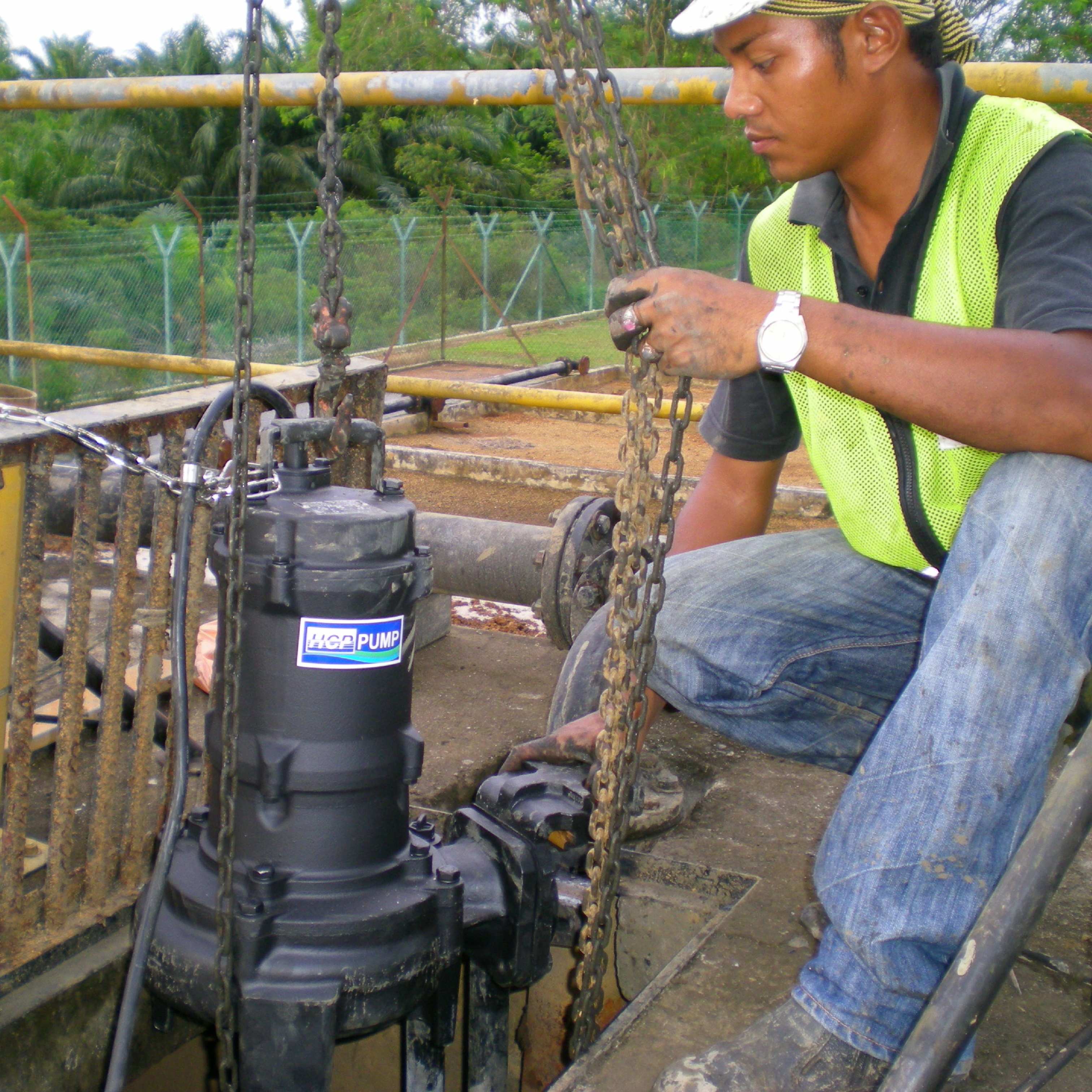 Installation of 80AFU42.2 (2.2kW) HCP Sewage Submersible Pump in Indah Water Ijok GKS156